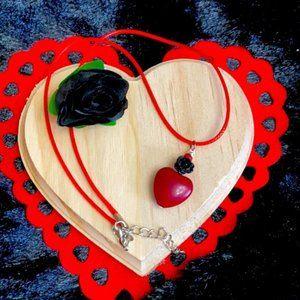Black rose 🥀 love 🖤 ❤️ Howlite heart necklace